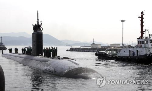 """美国核动力潜艇""""图森""""号。(图片来源:韩联社)"""