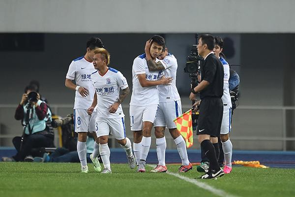 2015年10月21日,2015足协杯半决赛次回合,卡希尔鼓励队友。视觉中国 资料图