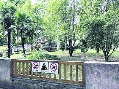 园方在各动物笼舍均设置了禁止投喂标识 本版图片/上海动物园供图