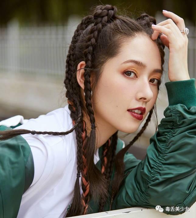 刷到了一组郭碧婷的新街拍,今年辫子发型很时髦嘛图片