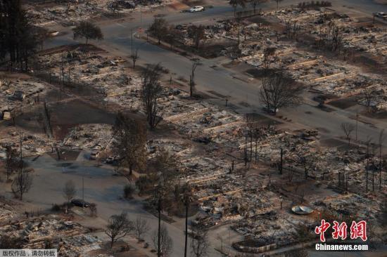 环境优雅的街区在数小时内被大火吞噬,整条街一眼望去只剩下一堆焦黑的废墟。