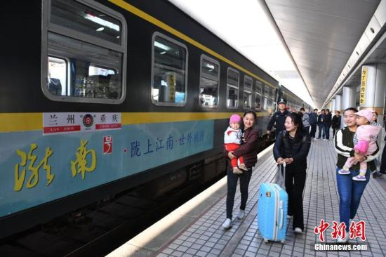 资料图:9月29日上午,兰渝铁路全线开通运营。杨艳敏 摄