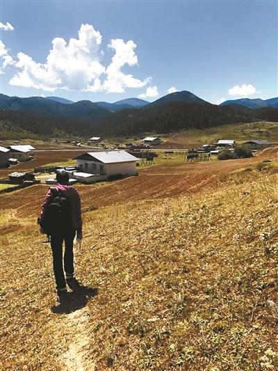 在吉迪村寻找陨石的蒋维