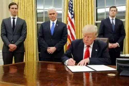 △ 当地时间1月20日,特朗普签署其正式就职后首批行政命令。