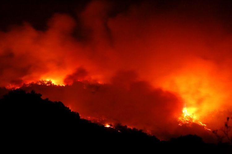 组图:美国加州大火持续肆虐 已致23人死