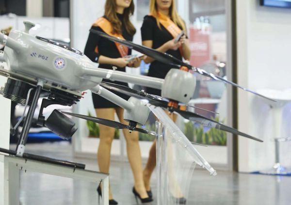 图为2017年4月在波兰格但斯克举行的警用及安全装备国际博览会上展出的无人机