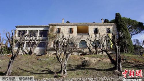 毕加索时期这栋房子比现在要破旧,后人已在粗面石制的外墙新安了凸窗。