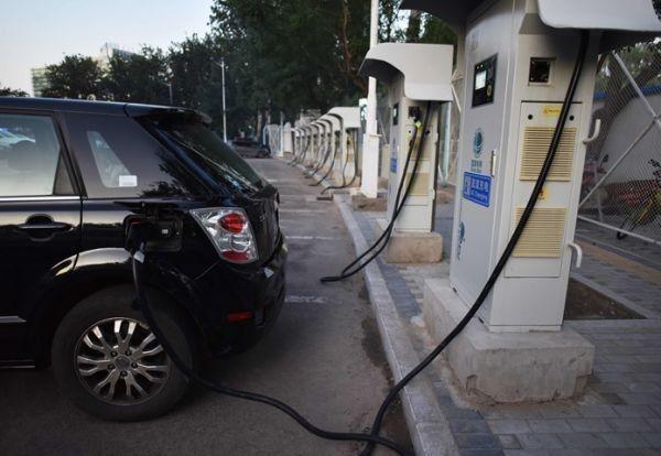 ▲北京一座电动车充电站(法新社)