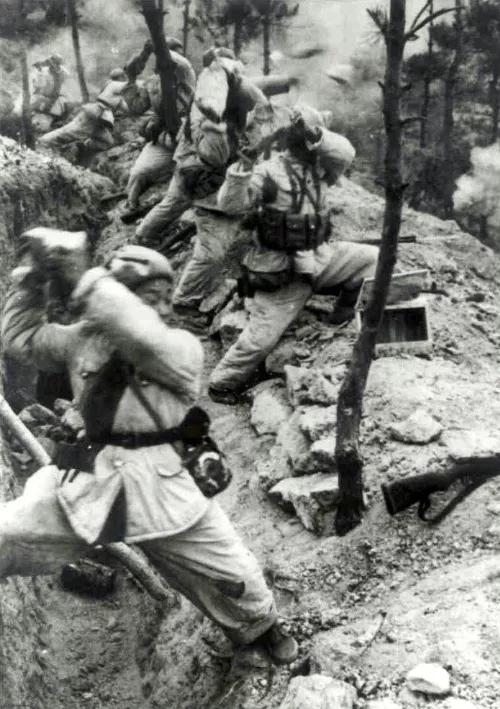 弹药耗尽之后用石头打击敌人