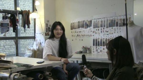 黄薇接受采访。(BBC)