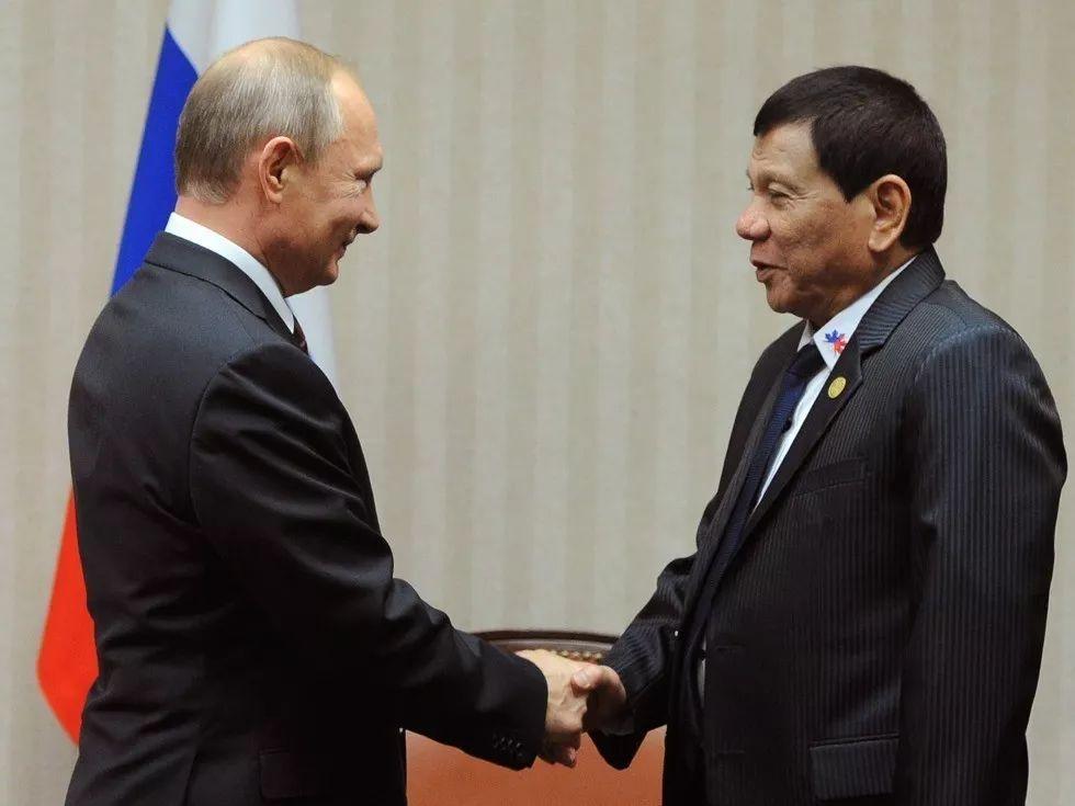▲资料图片:2016年11月,普京(左)与杜特尔特在APEC峰会上会晤。(路透社)