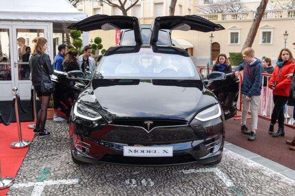 资料图片:特斯拉品牌纯电动汽车MODEL X 新华社记者陈益宸摄