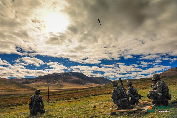 与榴弹炮类似,班组化的迫击炮在山地作战中也是十分可贵的曲射火力。图为第77集团军某合成旅某型迫击炮射击考核瞬间。中国军网 图