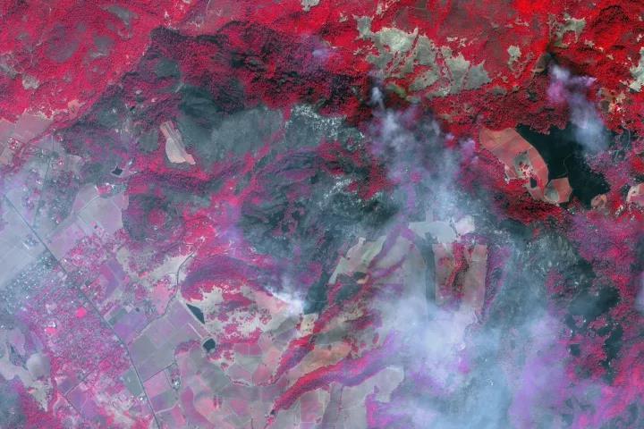 △美加州山火灾区近红外卫星图