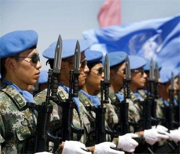 ▲资料图片:中国维和队伍在团结国旗下排队。