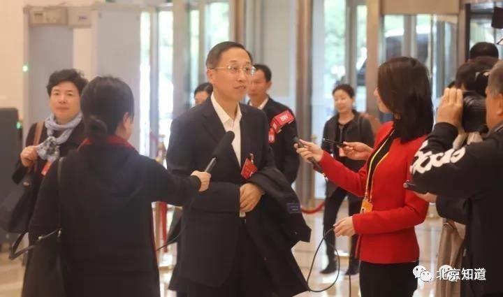 十九大代表、通州区委书记杨斌接受采访。