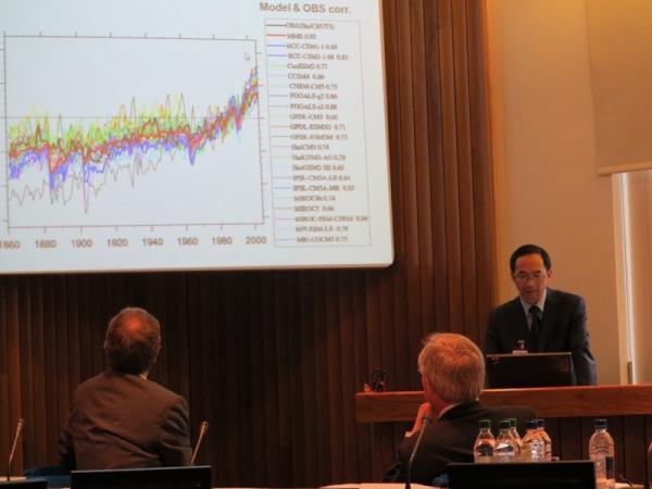 2014年,吴统文会见欧洲数值预告中央。本文图片均为 中国气象局供图