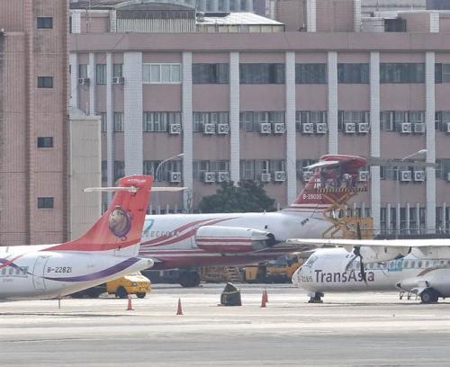 台湾远东航空两架飞机发生擦碰 致10余航班延误