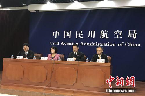 10月17日,中国民航局举行10月份例行新闻公布会。 中新网 种卿 摄