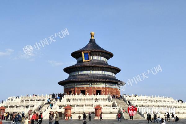 昨天清早的北京天坛。(田家兴摄)