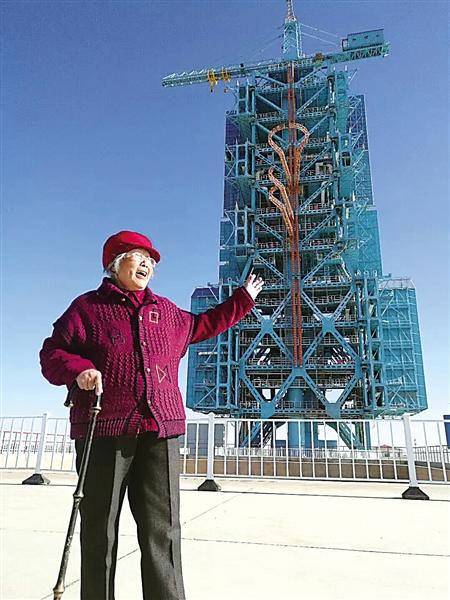 杨婆婆在酒泉卫星发射中心