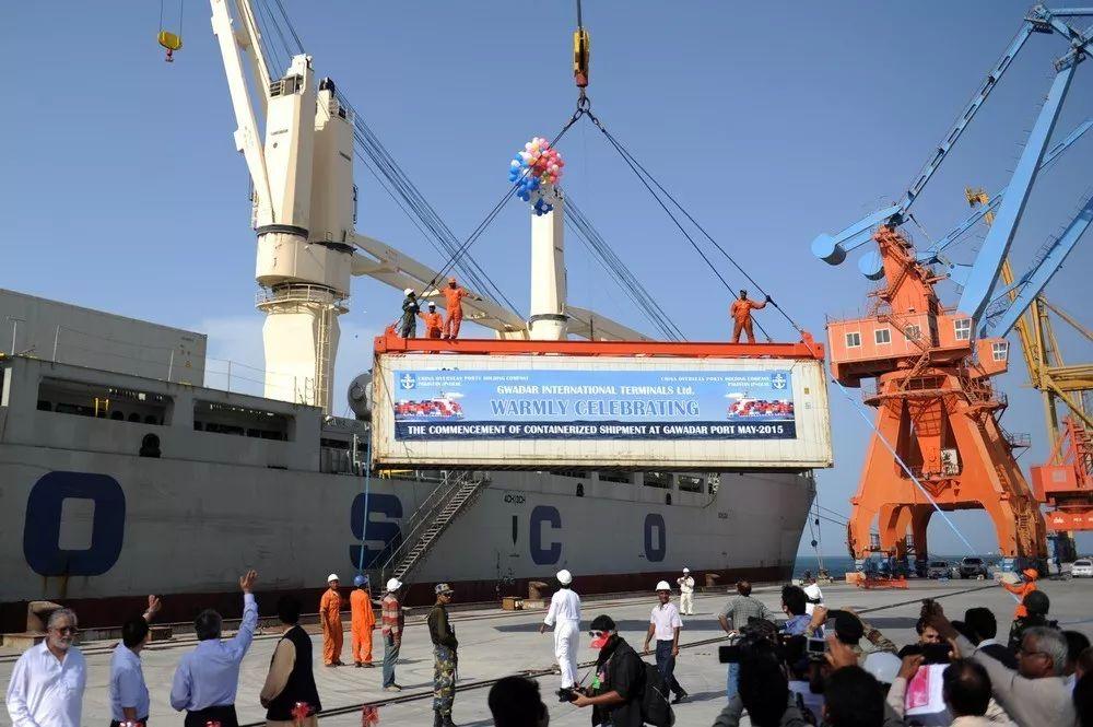 ▲中国和巴基斯坦同意建立中巴经济走廊,连接巴基斯坦港口和中国新疆维吾尔自治区喀什噶尔市。