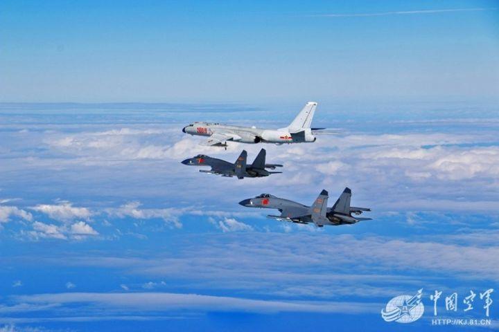 ▲资料图片:空军战略轰炸机进行飞行演练。(中国空军)