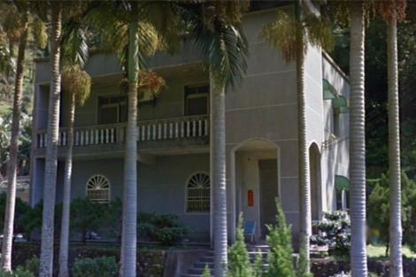 以苏姓嫌犯为首的诈骗集团,在新竹县关西镇山区租用独栋别墅,作为诈骗机房。