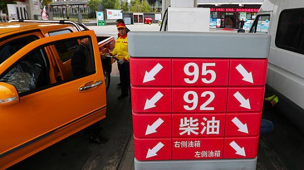 """海内制品油价""""三连涨""""落空。"""