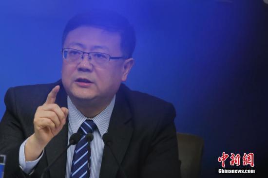 资料图:陈吉宁回覆记者的提问。中新社记者 泱波 摄