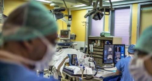 资料图:美国一家医院。 图片来源:法新社