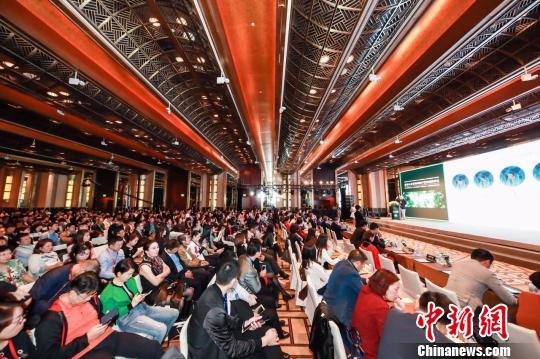 10月21日,福布斯中国与外联出国顾问集团共同打造的《2018全球人才流动和资产配置趋势》报告在上海首发。 主办方 摄