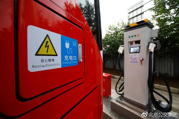 北京首批纯电动通道车投运 配PM2.5过滤系统