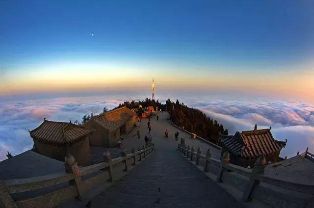 南岳衡山风景区 淡季时间:11月1日到次年4月30日;淡季南岳衡山中心