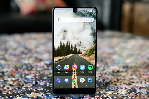 """""""安卓之父""""的Essential Phone上市才两月 官网就在七折销售"""