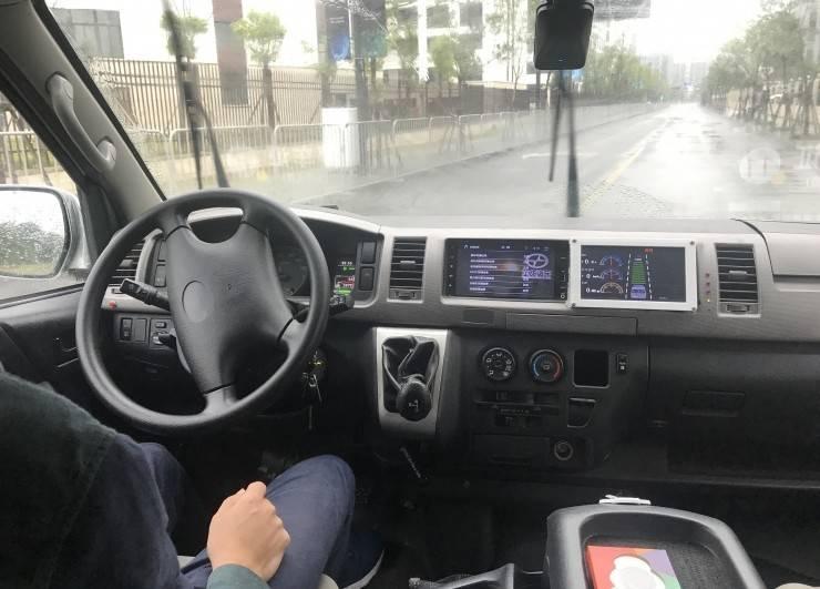 我们试乘了一辆低成本打造的自动驾驶小巴车……