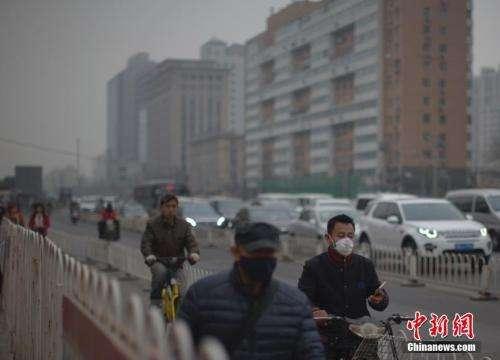 中国多地大雾天气持续 局地能见度不足500米