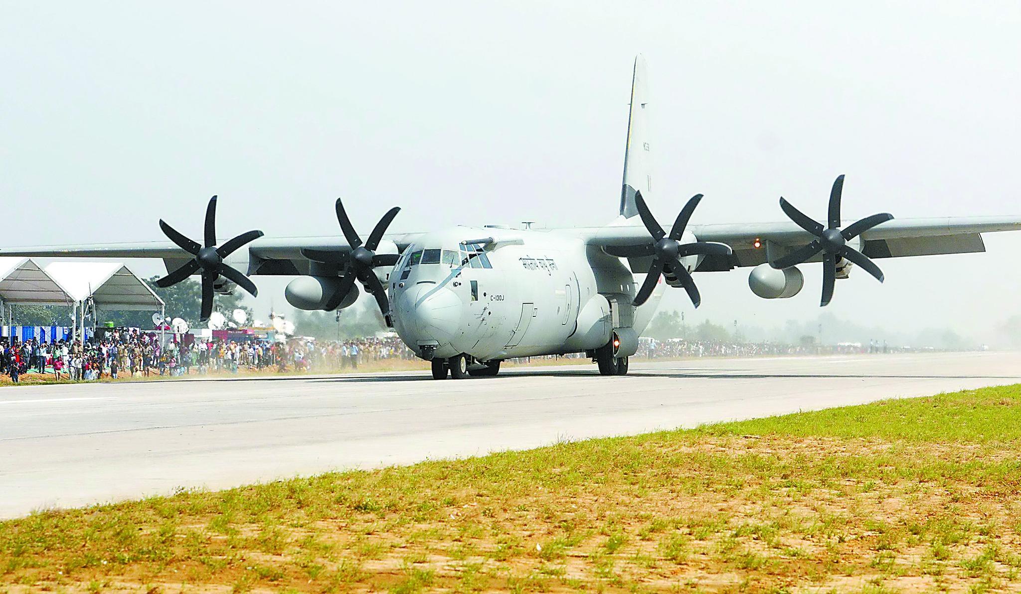印多型战机演练公路起降 中国空军早已具备类似能力