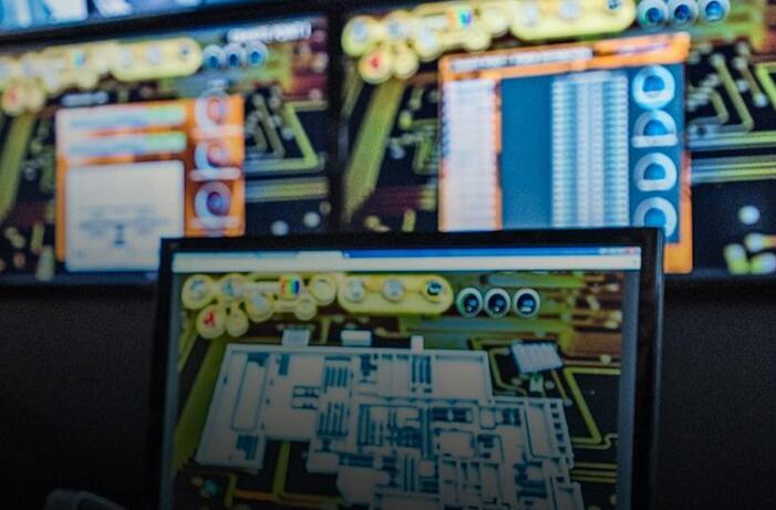PC芯片霸主转向数据跑道英特尔三季度净利增长34%