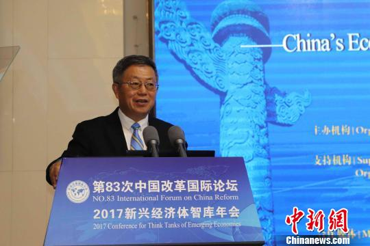 中国(海南)改革发展研究院院长迟福林28日说,预计未来5~10年中国经济增速不会低于6%。 王子谦 摄