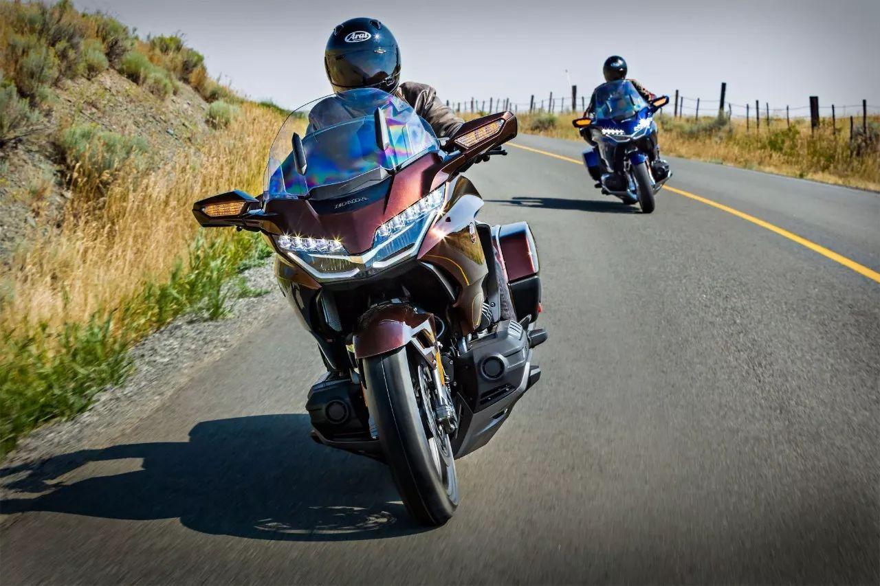 本田金翼巡航摩托车