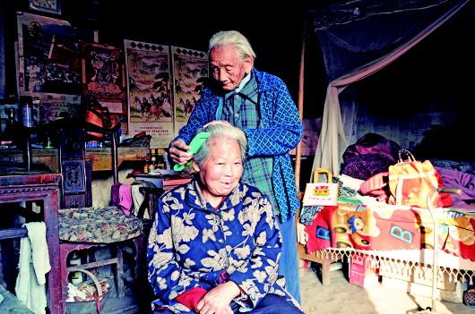106岁老人照顾73岁偏瘫儿媳 几乎没出过村子