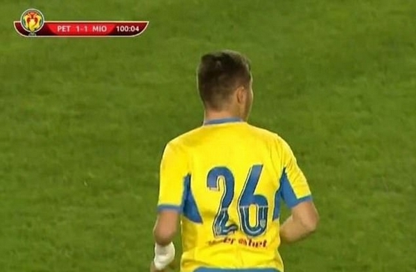 励志!罗马尼亚少年车祸后带假肢登职业足球联赛