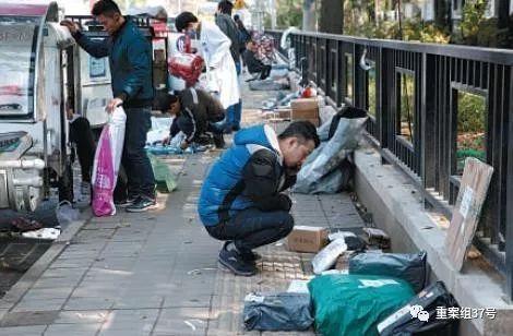 ▲10月23日,北京,快递员正在清点快递。新京报记者 陶冉 摄