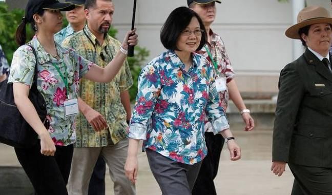 ▲台湾当局领导人蔡英文28日抵达火奴鲁鲁。(路透社)