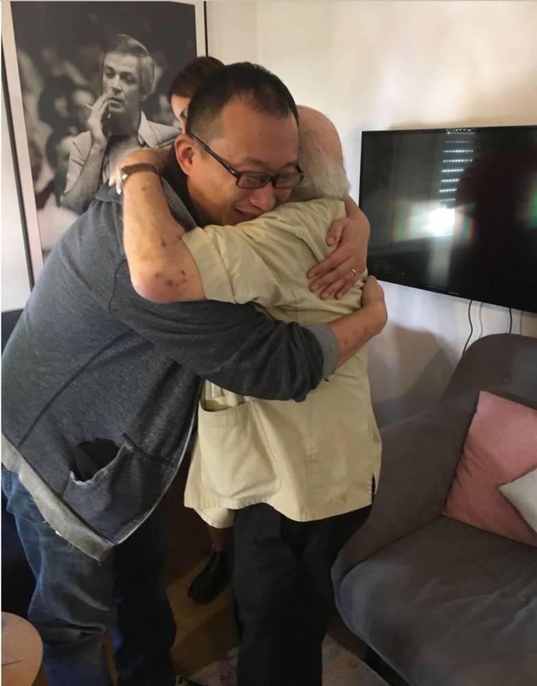 为什么这个中国男人的眼泪 在以色列成为大新闻