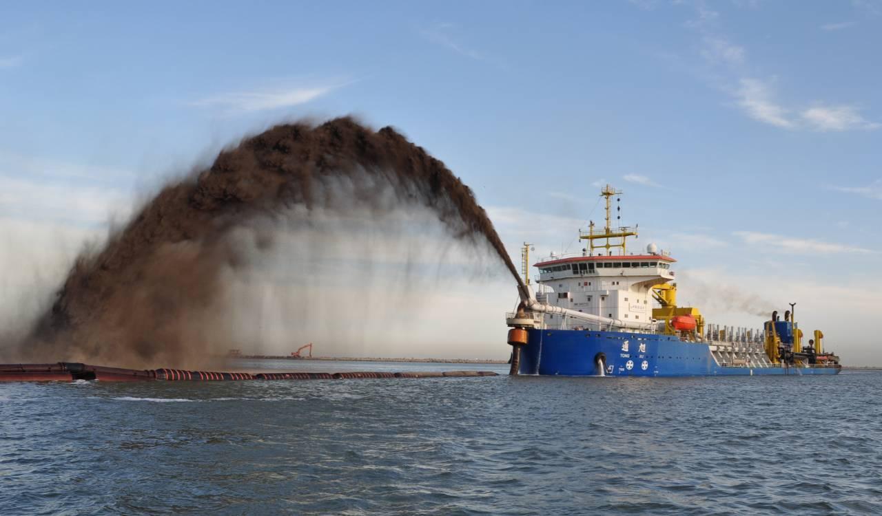 耙吸船吹泥,图片来源:天航局