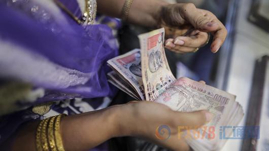 """印度狂买美元压低卢比汇率 或撞""""汇率操纵国"""""""
