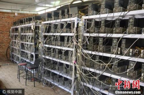 """资料图:陕西延安1600台""""挖矿机""""盗电""""挖比特币""""。 图片来源:视觉中国"""