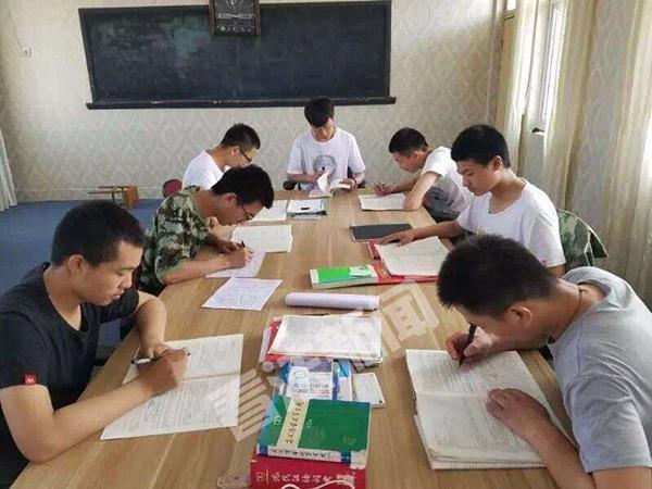河南一职校教师办高中:专招300分以下孩子,9年未收学费